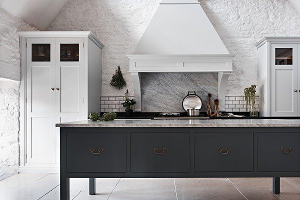 Cotswolds-Eclectic-Kitchen-by-Cheverell.-Adam-Carter-Photography