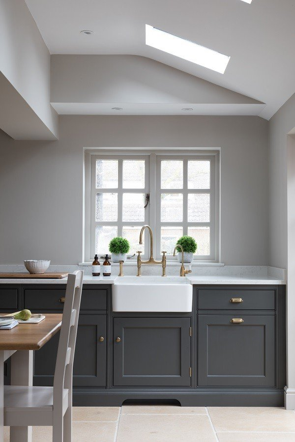 Humphrey-Munson-Cambridge-Classic-Painted-Kitchen_photographer_Paul-Craig