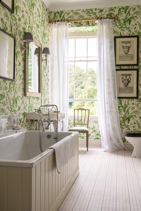 Sarah Vanrenen's Aspa wallpaper in Penny Morrison's bathroom