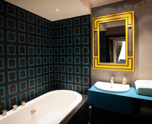 Alma leather-clad bathroom