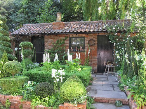 Chelsea Flower Show -  the Topiarist garden at West Green House