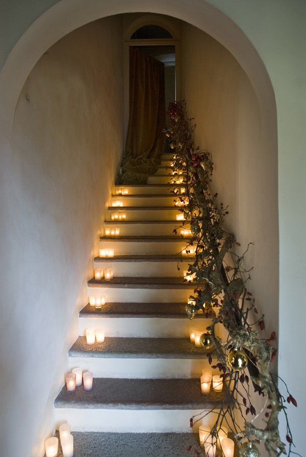 Stairs - Christmas decorating tips